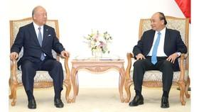 Thủ tướng Nguyễn Xuân Phúc và Cố vấn Đặc biệt Liên minh Nghị sĩ Hữu nghị Nhật-Việt Takebe Tsutomu - Ảnh: VGP/Quang Hiếu