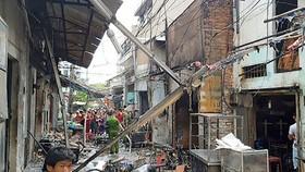Hiện trường tan hoang do vụ nổ hàng trăm bình gas mi ni xảy ra tại hẻm 63 đường D9 (quận Tân Phú)