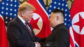 Tổng thống Mỹ Donald Trump trong cuộc gặp thượng đỉnh với Nhà lãnh đạo Triều Tiên Kim Jong-un tại Hà Nội ngày 27-2-2019. Ảnh: AFP/TTXVN