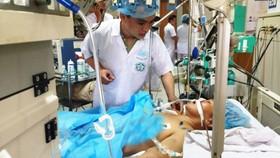 Nữ bệnh nhân chạy thận bị tai biến nặng nhất đang được điều trị tại Bệnh viện đa khoa tỉnh Hòa Bình vẫn nguy kịch
