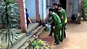 Cơ quan công an khám nghiệm hiện trường vụ án mạng