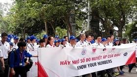 """Hàng ngàn người dân thủ đô tham gia Chương trình đi bộ """"Vì sức khỏe tim mạch"""""""