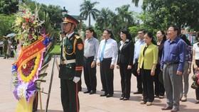 Phó Chủ tịch nước Đặng Thị Ngọc Thịnh tri ân các anh hùng liệt sĩ tại Quảng Trị
