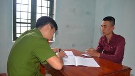 Lê Văn Huy đang khai báo hành vi phạm tội tại cơ quan Công an