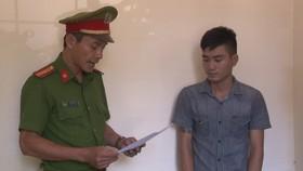 Công an đọc lệnh bắt giam Lê Hoài Lộc.