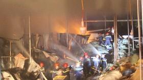 Cháy lớn tại nhà máy giấy