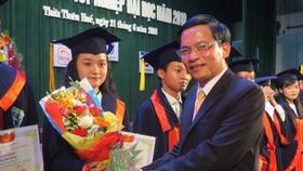 Trao bằng Tốt nghiệp cho sinh viên Đại học Huế