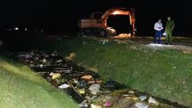 Mẫu xác heo chết vứt trên kênh N9 dương tính với dịch tả heo châu Phi