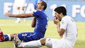 Suarez thừa nhận trưởng thành hơn sau cú cắn vào vai Chiellini. Ảnh: The Guardian
