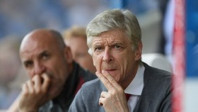 Ông Arsene Wenger sẽ có trải nghiệm đầu tiên ở đội tuyển quốc gia nếu bản hợp đồng với tuyển Nhật Bản được kí kết. Ảnh: Yahoo Sports.