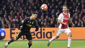 Cristiano Ronaldo và pha đánh đầu ghi bàn mở tỷ số. Ảnh: Getty Images