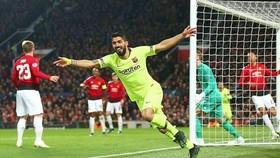 Luis Suarez mừng bàn thắng tạo lợi thế lớn cho Barca. Ảnh: Getty Images