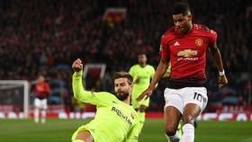 Barcelona sẽ thận trọng trước tốc độ và sức mạnh từ các ngôi sao tấn công của Man.United. Ảnh: Getty Images