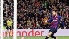Lionel Messi ghi bàn mở tỷ số dễ dàng. Ảnh: Getty Images