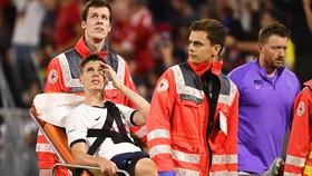 Juan Foyth chấn thương và phải rời sân bằng cáng. Ảnh: Getty Images