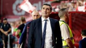 HLV Ernesto Valverde cảm nhận vị trí của mình bị lung lay dữ dội. Ảnh: Getty Images