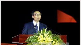 Phó Thủ tướng Vũ Đức Đam phát biểu trong đêm khai mạc. Ảnh: TTXVN
