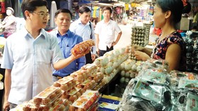 Kiểm tra nguồn gốc sản phẩm bày bán tại chợ truyền thống