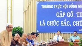 Cử tri Lý Du Sô, Trưởng ban Cộng đồng Hồi giáo TP Hồ Chí Minh phát biểu tại buổi tiếp xúc cử tri. Ảnh: TTXVN