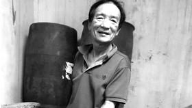 Ông Trần Ngọc Vinh, Chủ nhiệm Hội làng nghề nước nắm Nam Ô, bị tồn kho hơn 4.000 lít nước mắm