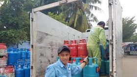 Từ ngày 1-2-2018, giá gas dự kiến giảm khoảng 20.000 đồng/ bình. Ảnh: ĐÀO THỤY