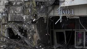Hiện trường hoang tàn ở trung tâm thương mại Winter Cherry sau vụ cháy. Ảnh: REUTERS