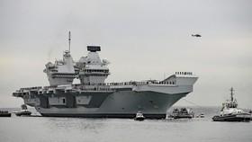 Tàu sân bay HMS Queen Elizabeth của Anh. Ảnh: APB