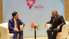 Phó Thủ tướng, Bộ trưởng Ngoại giao Phạm Bình Minh và Quốc vụ khanh Bộ Ngoại giao Ấn Độ Vijay Kumar Singh