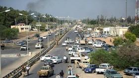 Một bức ảnh chụp ngày 21-8-2011 từ một cây cầu ở phía tây Tripoli, nơi hàng chục người biểu tình đã bị giết. Ảnh: DAILYMAIL.CO.UK