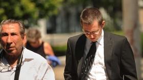 George Garofano (phải) đến Tòa án Liên bang ở Bridgeport, Connecticut, Mỹ, ngày 29-8-2018. Ảnh: AP