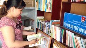 Nhiều khu nhà trọ bố trí tủ sách để giúp công nhân có thêm kiến thức, nâng cao đời sống văn hóa