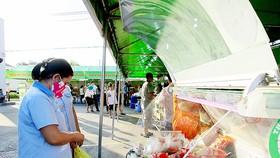 Công nhân tiếp cận và mua sản phẩm VietGAP