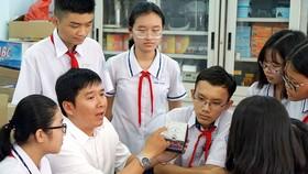 Thầy Nguyễn Minh Phương, giáo viên Trường THCS Cầu Kiệu (quận Phú Nhuận)                                                                         Ảnh: HOÀNG HÙNG