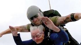 Nhảy dù ở tuổi 82