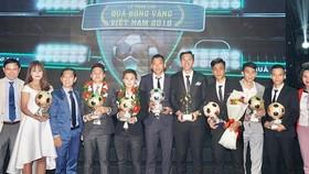 Các cầu thủ được vinh danh tại buổi lễ trao giải QBV. Ảnh: HOÀNG HÙNG