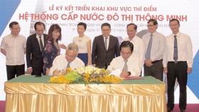 Đại diệm công ty Rynan Technologies Vietnam và Công ty CP  Cấp nước Thủ Đức ký kết hợp tác thí điểm hệ thống cấp nước thông minh