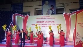 Một tiết mục do các thầy cô Trường Tiểu học Lê Văn Việt thể hiện