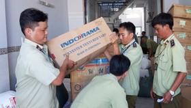 Lực lượng QLTT TPHCM kiểm tra, niêm phong hàng giả mạo trên địa bàn TPHCM