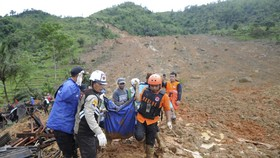 Hiện trường một vụ lở đất tại Indonesia. Ảnh: AP