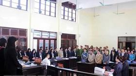 Các bị cáo tại phiên tòa xét xử sơ thẩm. Ảnh: TTXVN