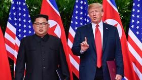 Tổng thống Mỹ và lãnh đạo Triều Tiên Kim Jong-un trong cuộc gặp lần một tại Singapore năm ngoái. Ảnh: AP.