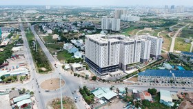 Cao ốc và khu dân cư bên đường Vành đai 2, TPHCM. Ảnh: CAO THĂNG