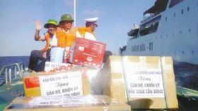 Báo Sài Gòn Giải Phóng vận chuyển quà của bạn đọc tặng cán bộ - chiến sĩ làm nhiệm vụ tại quần đảo Trường Sa
