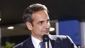 Thủ tướng đắc cử Kyriakos Mitsotakis phát biểu tại Athens, Hy Lạp. Ảnh: TTXVN