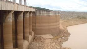 Hàng loạt hồ chứa xuống mực nước chết