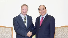 Thủ tướng Nguyễn Xuân Phúc tiếp Đại sứ, Trưởng Phái đoàn Liên minh châu Âu tại Việt Nam, ông Bruno Angetlet đến chào từ biệt. Ảnh: VGP
