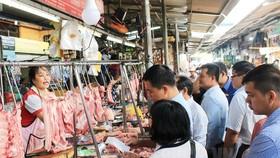 HĐND TPHCM khảo sát kinh doanh chợ truyền thống
