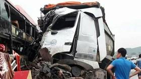 Hai xe đối đầu trên cao tốc Nội Bài - Lào Cai, 8 người bị thương