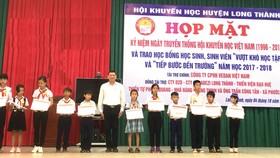 Vedan Việt Nam trao học bổng cho học sinh, sinh viên vượt khó học tập và tiếp sức đến trường năm 201