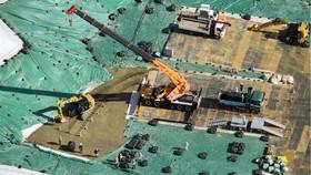 Nhật Bản tiến hành khử chất thải phóng xạ rò rỉ nhà máy điện hạt nhân Fukushima Daiichi. Ảnh: Kyodo